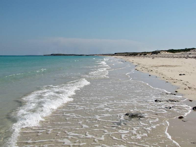 Dampier Peninsula – amazing pindan cliffs and white sand beaches