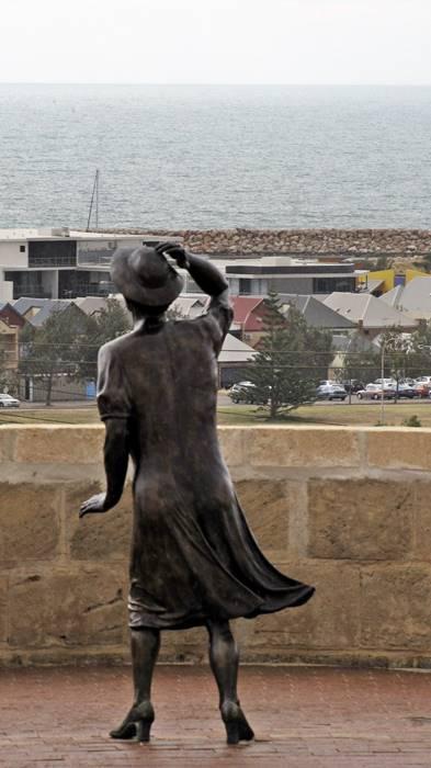 HMAS Sydney II Memorial - woman statue