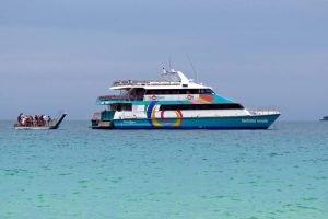Fantasea - getting off in Whitehaven Beach