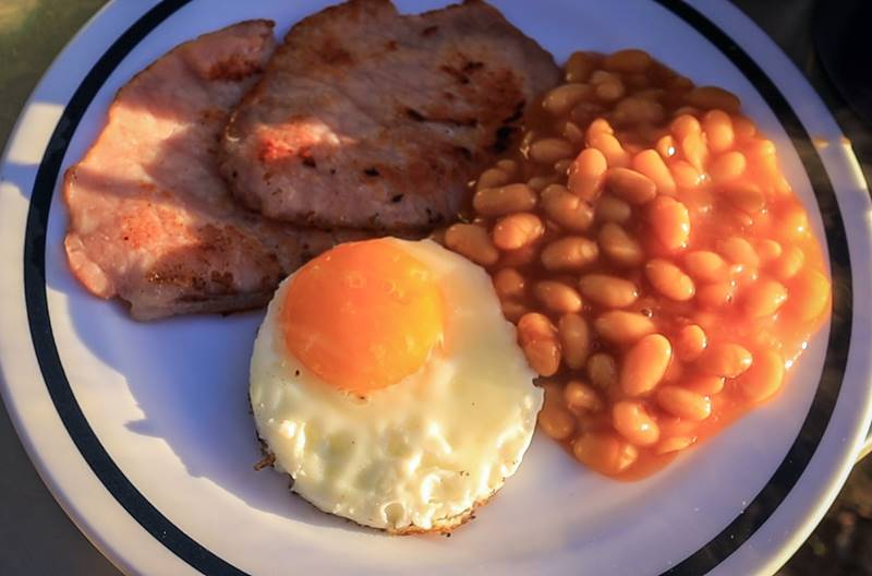 How to prepare English Breakfast while camping