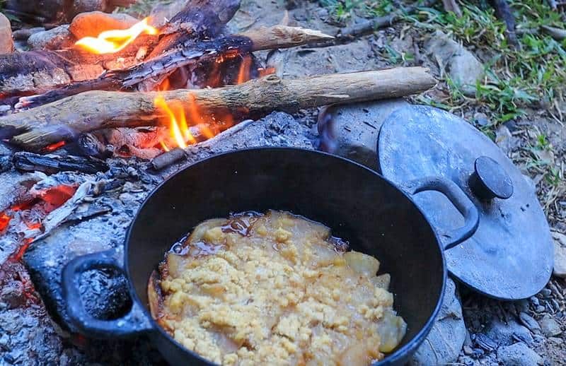 Campfire easy apple crumble - sweet and crunchy